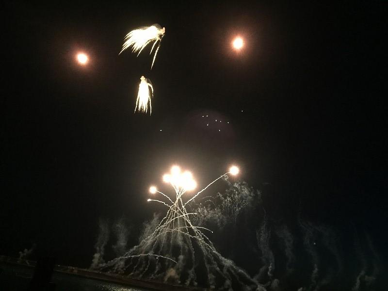 夜空に打ち上がる花火