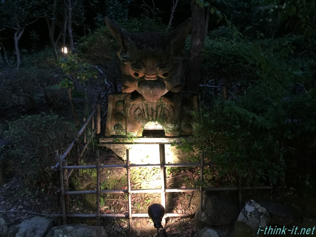 敷地内にある謎の石像