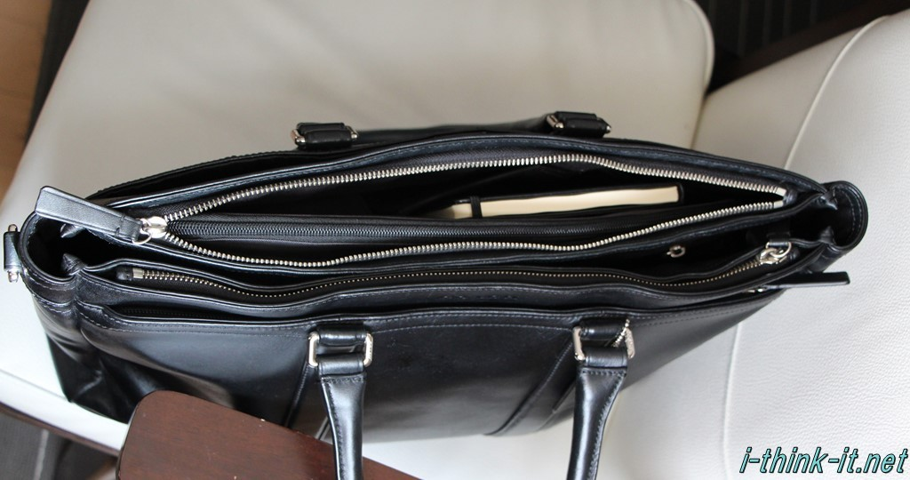 カバンに収まったバッグインバッグ