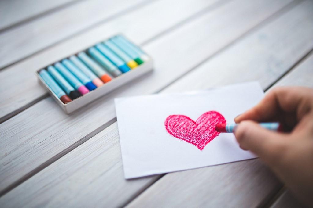 s-love-heart-hand-romantic201501170825