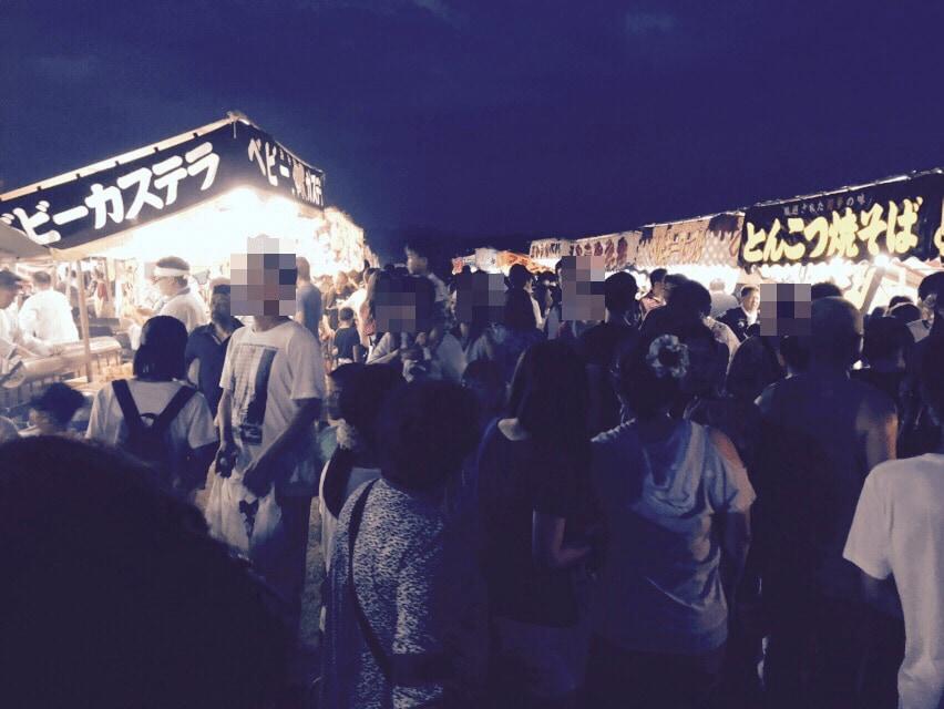 ズラリと並んだ祭りの屋台