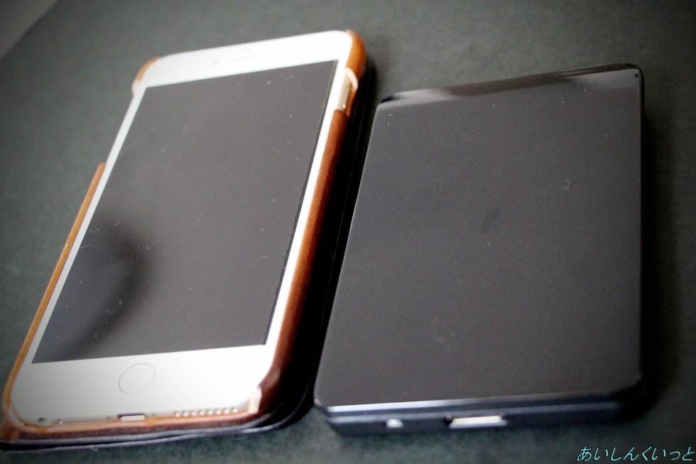 HDDケースとiPhoneとの大きさ比較