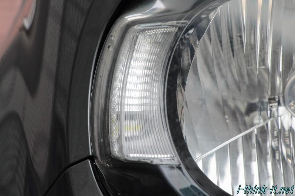 車のヘッドランプアップ画像