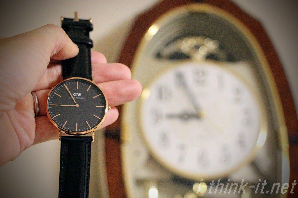 腕時計と家の時計の時間を比較
