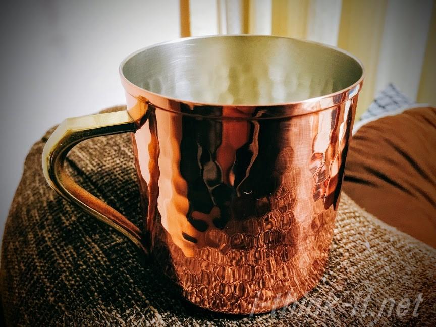 銅製のマグカップ