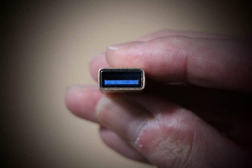 変換アダプタの端子が青い