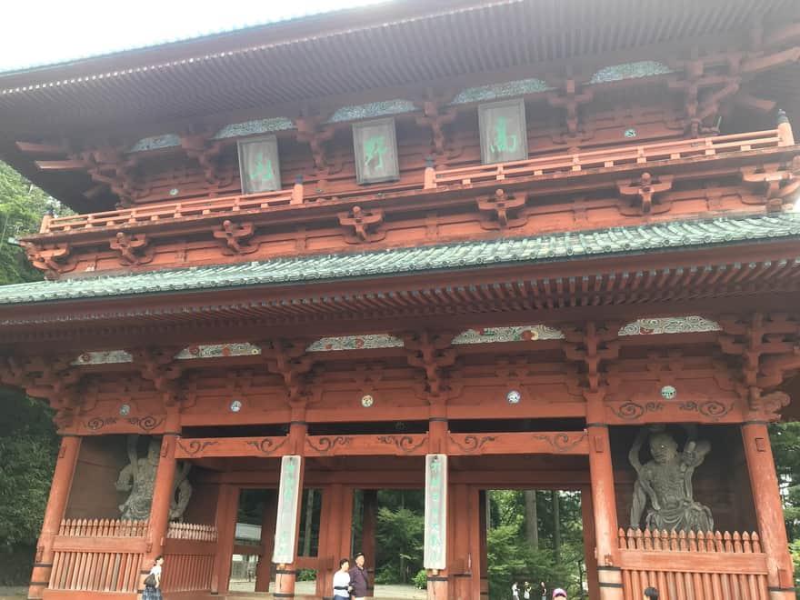 大門に設置された仁王像