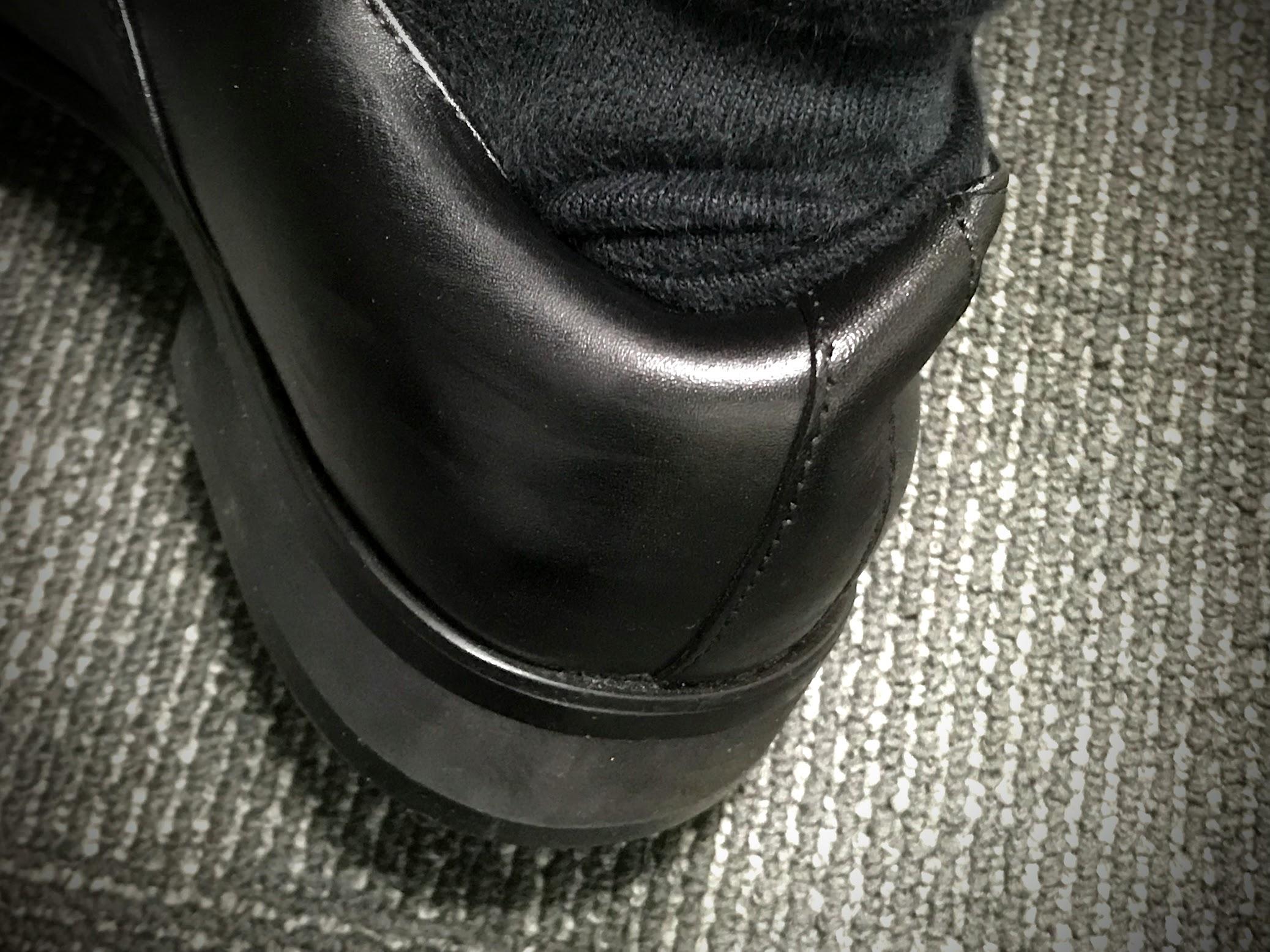 無理に履いて痛めた靴のかかと