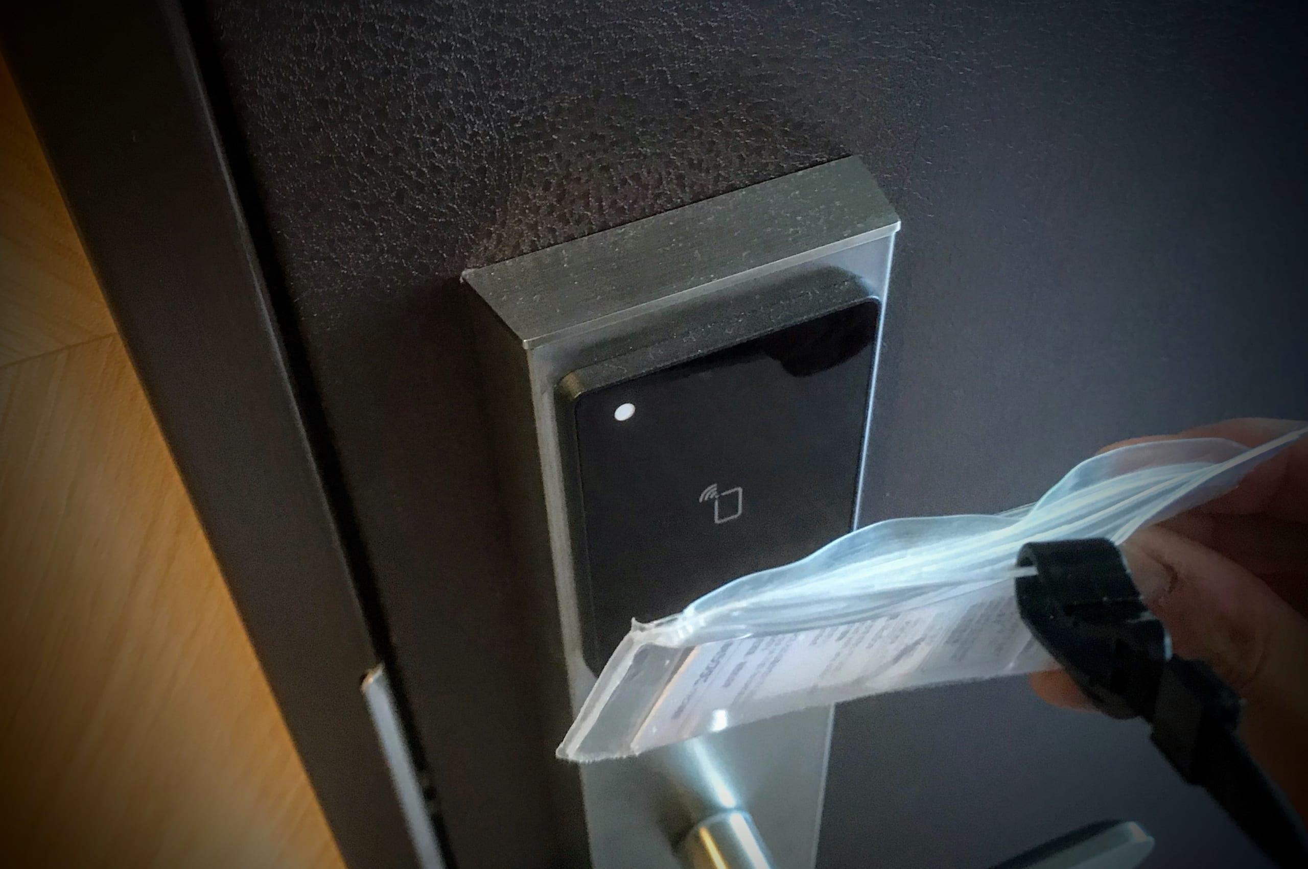 ネットルーム入り口のタッチキー
