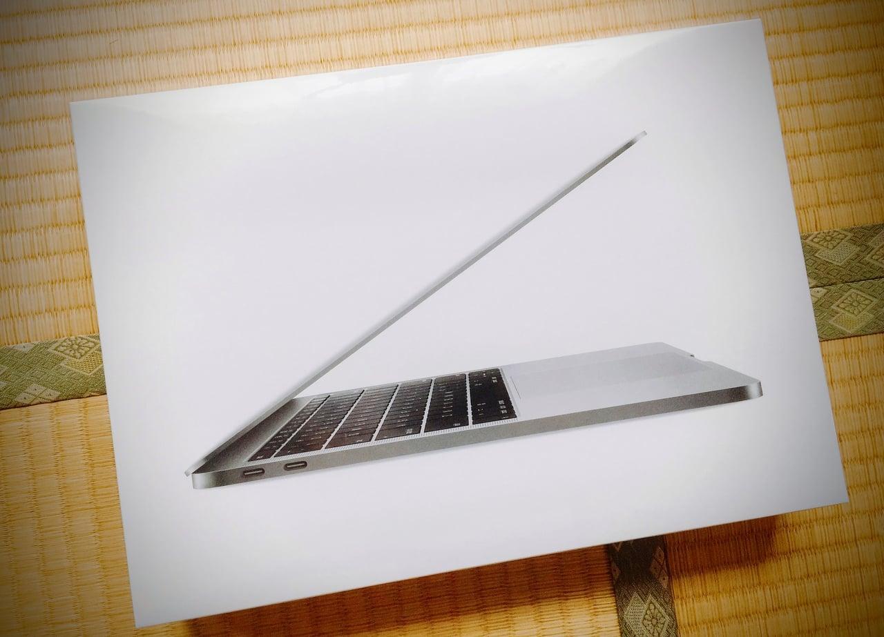 箱に入ったMacBookPro