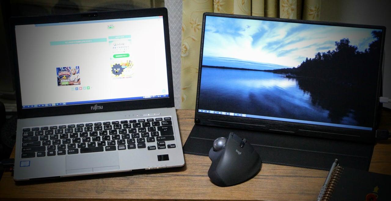 Windowsパソコンとモバイルモニター width=