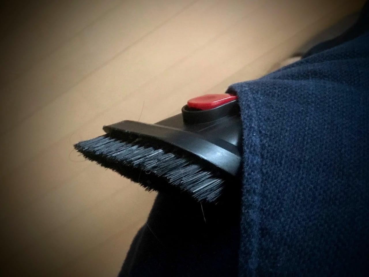 ポケットに入れたオプション掃除機ヘッド