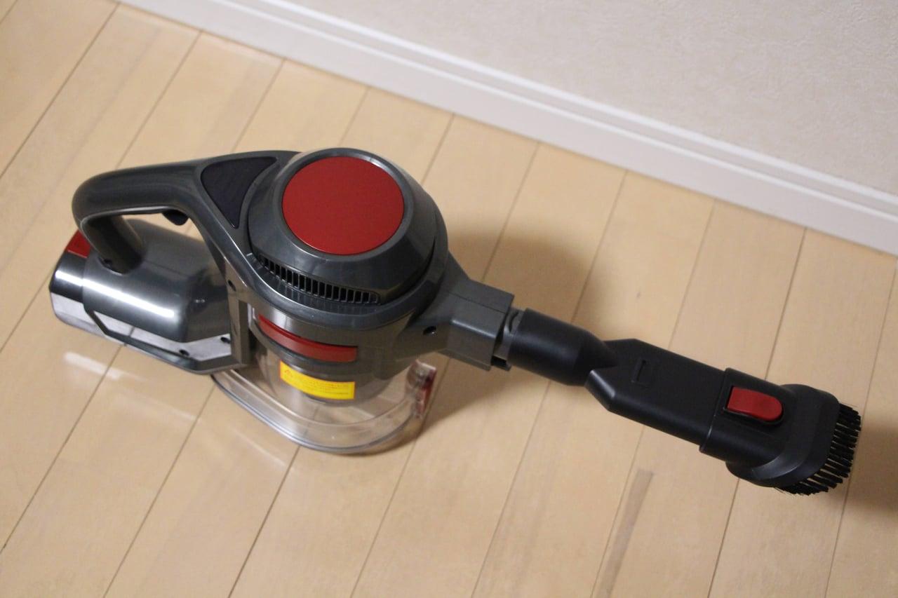 オプションヘッドを装着した掃除機
