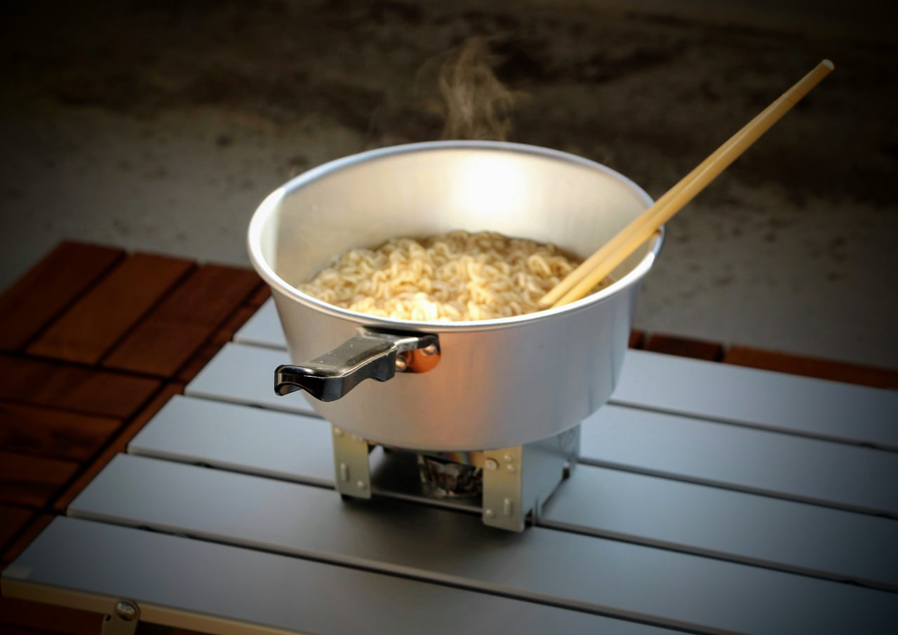鍋に麺を投入