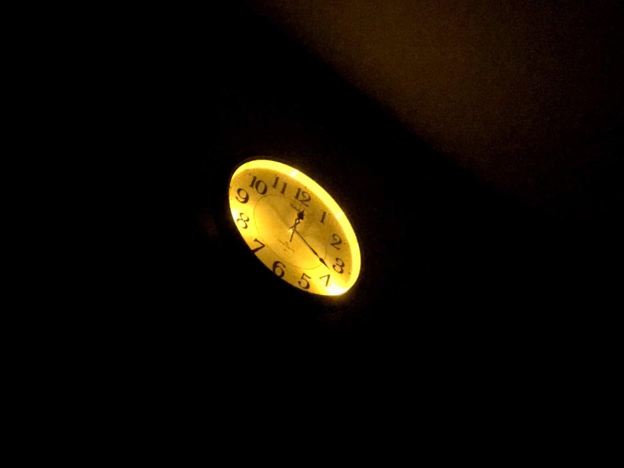 寝転んで見る掛け時計