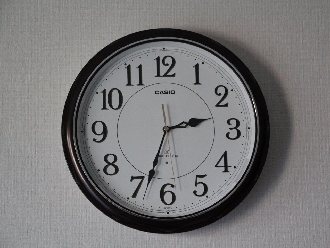正面から見たカシオ掛け時計