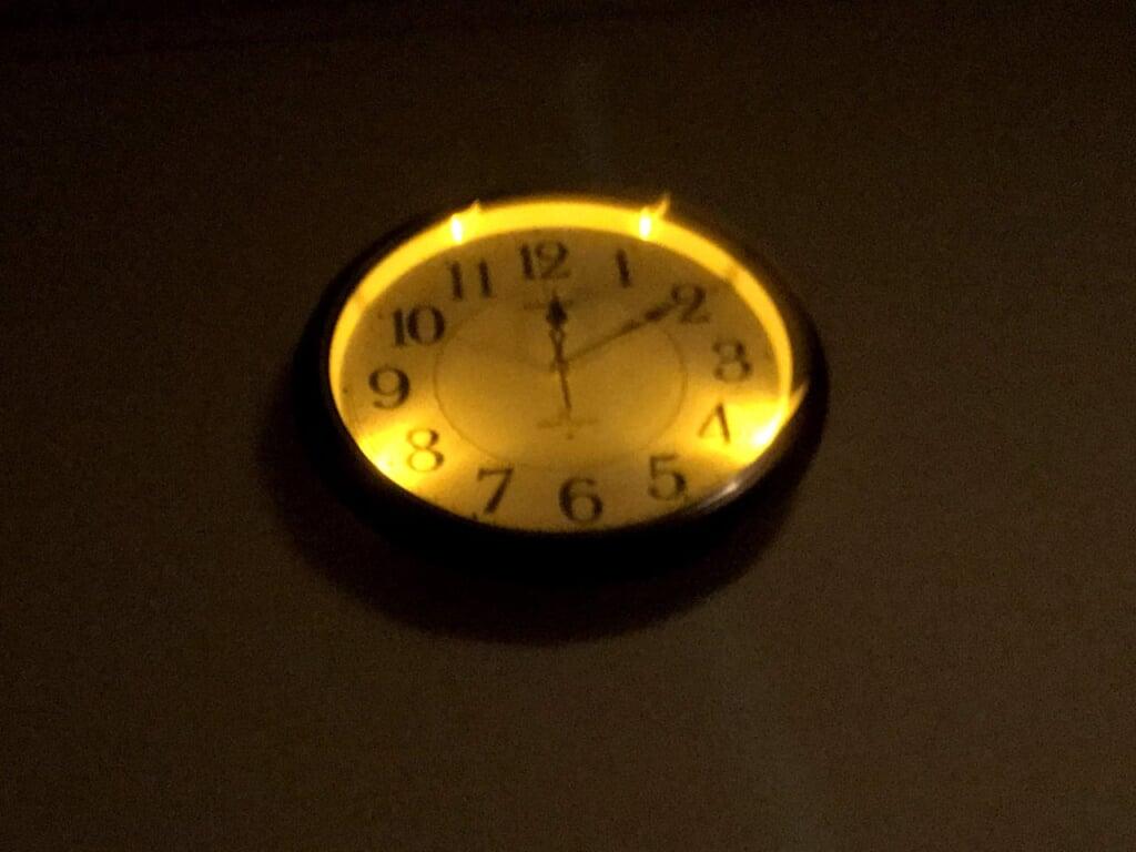 発光した掛け時計