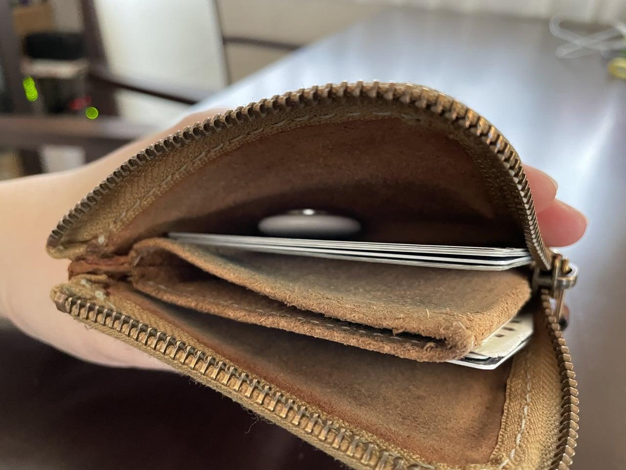 財布に入ったAirTag